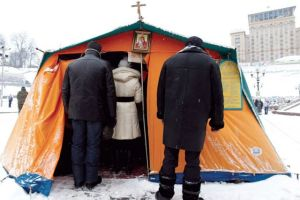 Tent-chapels have become common whenever Ukrainians are protesting. CNS photo/Vasily Fedosenko, Reuters