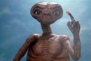 E.T. drives his point home (photo courtesy of http://www.obitoftheday.com/post/29334074090/carlorambaldi)
