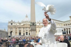 pope francis w dove