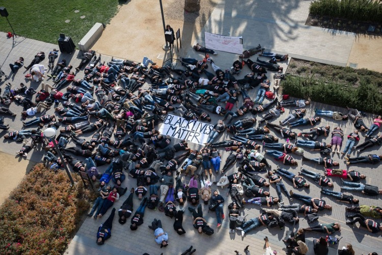 https://med.stanford.edu/news/all-news/2015/01/die-in-staged-to-protest-killings.html