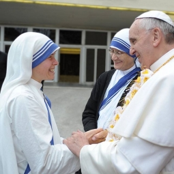 Pope_with_sisters_Instagram_Franciscus-255x255