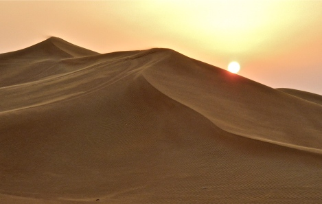 Sunset in the desert By Stzeman - Own work, CC BY-SA 3.0, https://commons.wikimedia.org/w/index.php?curid=12891022