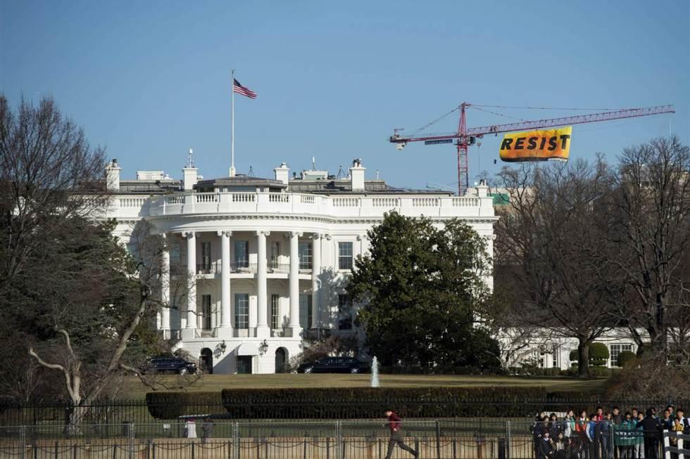 170125-greenpeace-resist-banner-ok-1059_8e9531022931864de559c802600b9aa0.nbcnews-fp-1200-800