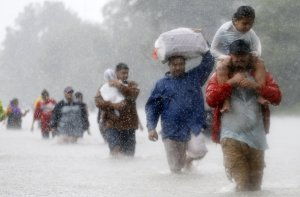 hurricane-harvey-flooding-refugees-disaster-victims-rain-rtx3dqkg